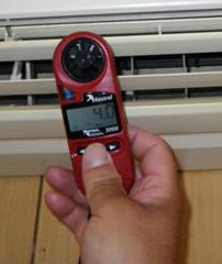 風速計でエアコンを計測
