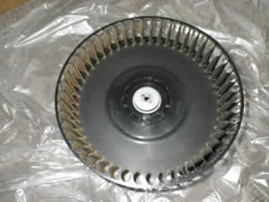 sharpの空気清浄機のファンを分解した写真