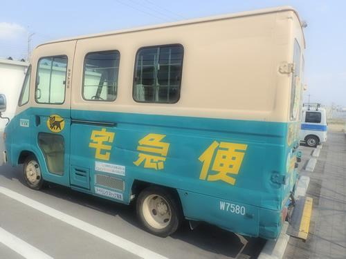 空気清浄機を運ぶクロネコヤマトの運搬車