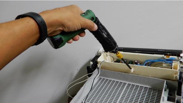 空気清浄機を分解