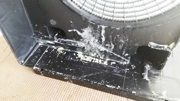 空気清浄機の内部の汚れを拡大